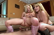 Beautiful babe cums in 3some